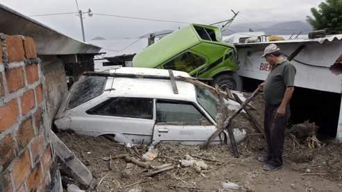 Au Salvador, le chef de l'Etat a décrété l'état d'urgence nationale qui lui permettra d'utiliser des fonds spéciaux pour venir en aide aux personnes affectées, réparer les dommages «incalculables» provoqués par l'ouragan et demander l'aide internationale.