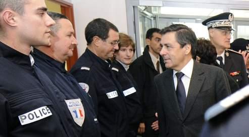François Fillon, lundi, en visite àl'hôtel depolice de Thionville.