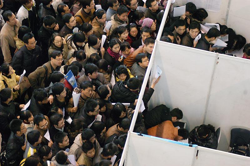 Plus de 30.000 étudiants chinois ont tenté leur chance de trouver un emploi lors d'un salon sur le thème du travail, offrant plus de 5.000 offres, dimanche 15 novembre.