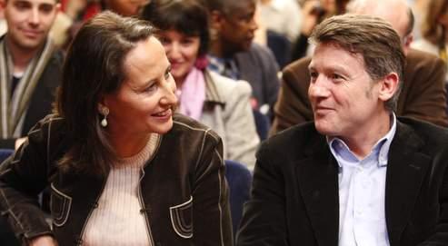 Vincent Peillon et Ségolène Royal ( ici à l'occasion du lancement de la campagne des élections municipales de 2008, à Paris) poursuivent leur duel à distance.