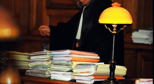 Si le dispositifdes enquêtes spéciales dédiées aux affaires sensibles est retenu, plusieurs affaires pourraient être suiviespar un juge de l'enquêteet des libertés.
