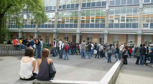 Le lycée Fénelon, àLille. Avant dedécliner leschoix concrets du nouveau lycée, Luc Chatel avait entrepris untour deFrance desétablissements.