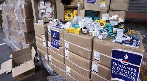 Stock de médicaments contrefaitsen provenance d'Inde et destinés au marché africain saisis au mois d'avril sur le portdu Havre.