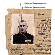 Le SS-Ausweis numéro1393 établi au nom d'Iwan Demjanjuk. (AP)