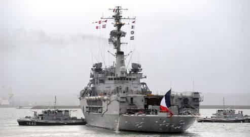 Le bateau école Jeanne d'Arc, dans la rade de Brest, mercredi, en route pour sa dernière mission, qui durera six mois et l'emmènera jusqu'au Pacifique.