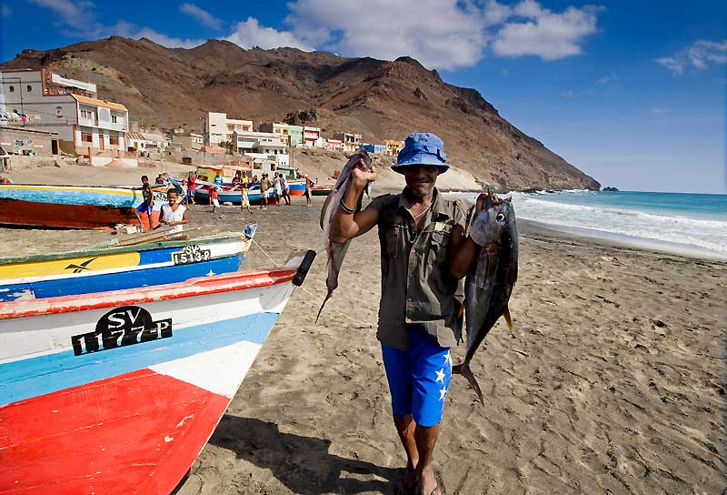 Thons, daurades, tazars : pour les pêcheurs de São Pedro, la mer est bonne nourricière.