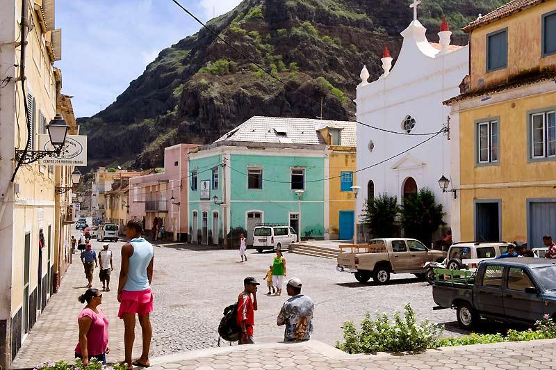 Ribeira Grande, à Santo Antão. Ce port jadis actif s'adosse aux vallées luxuriantes qu'exploitent les agriculteurs de l'île.