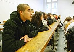 Tous les diplômés 2007 de licence, DUT et master, soit 90000 étudiants, vont être interrogés d'ici à avril prochain.