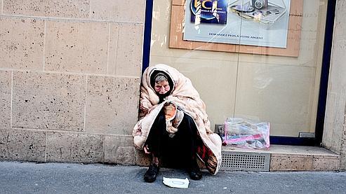 Une sans-abri à Paris.