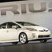 La Prius de Toyota. En 2010, le bonus automobile sera maintenu entre 200 et 5 000 euros pour l'achat d'un véhicule émettant moins de 125 grammes de CO2. (Toyota)