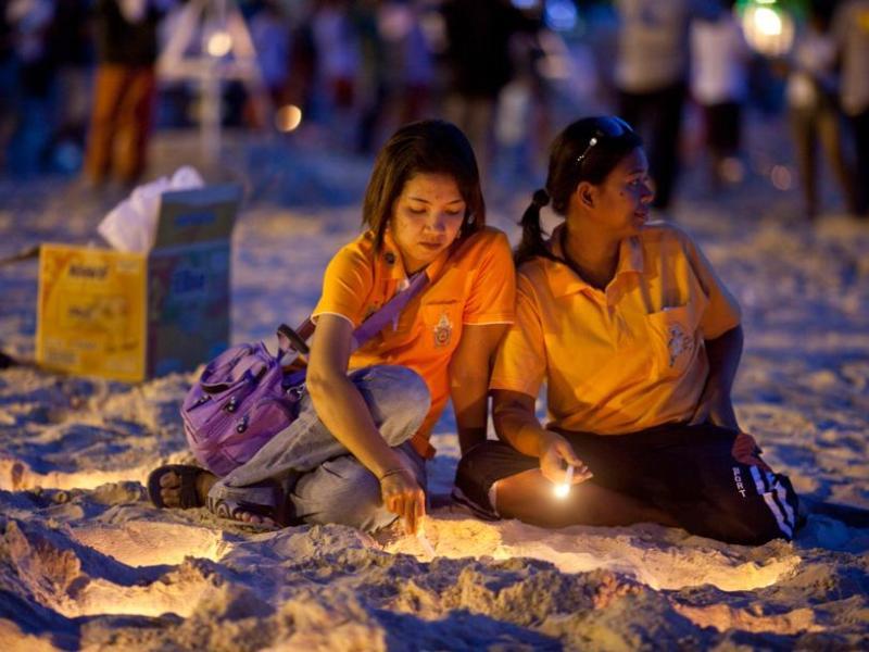 Au Sri Lanka, où les organisations humanitaires évoquent généralement le chiffre de 31.000 décès, deux minutes de silence national ont été observées à la mémoire des disparus.