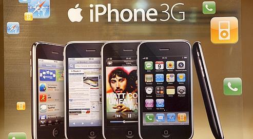 Chaque mois, les détenteurs d'iPhone dépensent plus que les utilisateurs des mobiles classiques.