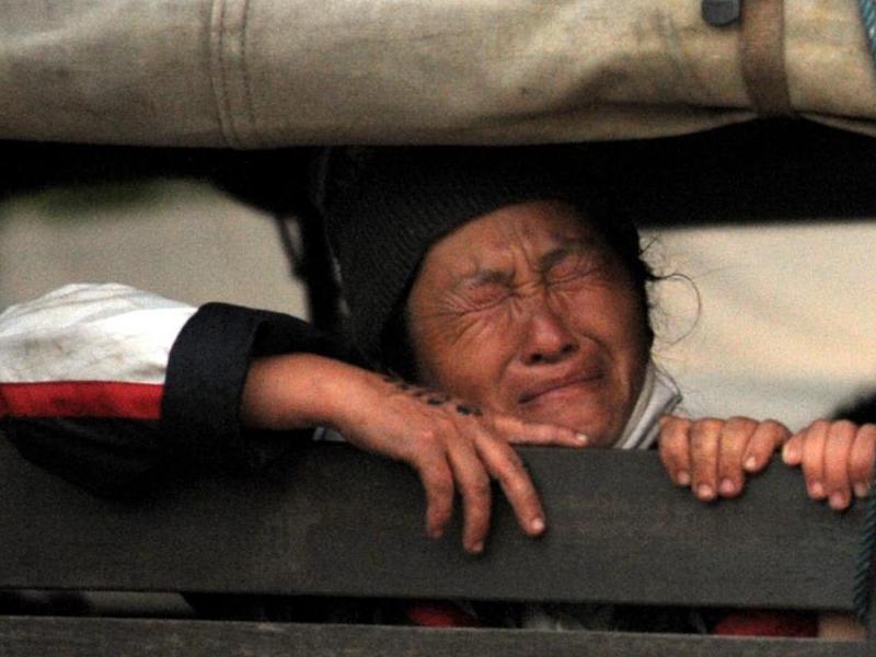Le premier ministre thaïlandais Abhisit Vejjajiva a assuré que l'opération s'était bien passée et qu'il n'y avait pas eu de résistance. Un groupe de défense des droits de l'homme affirme toutefois que 130 Hmongs ont tenté de s'opposer à leur expulsion.