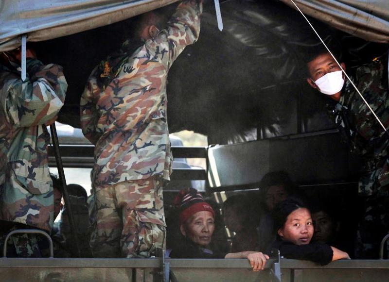 Selon Bangkok, tous ces Hmongs sont des immigrants illégaux mais la communauté internationale affirme que certains d'entre eux, sans doute quelques centaines, peuvent prétendre au statut de réfugié, qui les protégerait contre toute expulsion.