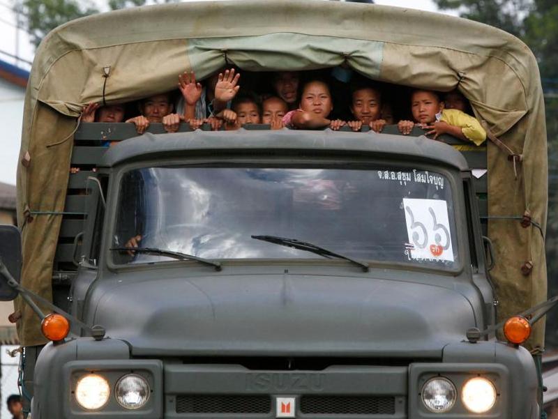 L'opération de lundi est la plus spectaculaire en nombre mais les expulsions ont commencé en 2006. Plus de 3.000 Hmongs ont déjà été rapatriés en plusieurs fois et un accord bilatéral entre Bangkok et Vientiane prévoit que le processus doit être bouclé d'ici au 31 décembre 2009.