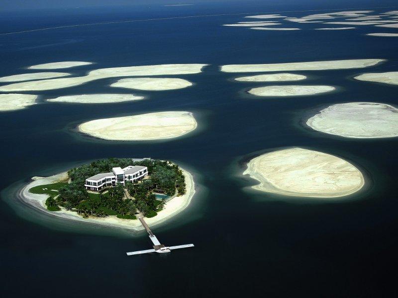 Malgré la crise économique qui frappe de plein fouet Dubaï, un promoteur allemand, Kleindienst Group, a annoncé qu'il allait commencer la construction de villas et d'hôtels sur six des 300 îles artificielles en forme de planisphère aménagées au large de Dubaï par le géant immobilier Nakheel. Un premier projet qui pourrait sauver de la faillite The World, ce complexe d'îles clés en main en partie à l'origine de la crise de la dette de l'émirat. Le chantier de cet ensemble baptisé «Le cœur de l'Europe» comprenant villas, palaces flottants et restaurants, devrait commencer au premier trimestre 2010 et s'achever en 2015.
