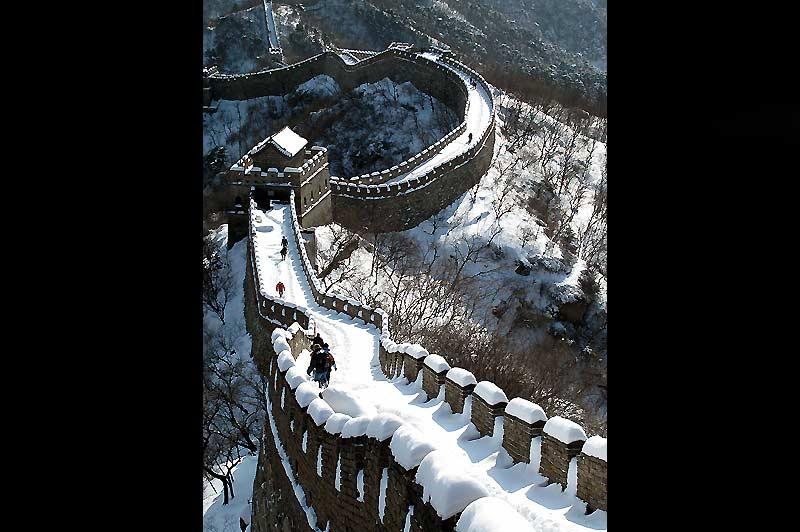 La Grande Muraille, sous la neige… Un épais manteau blanc recouvrait cet immense rempart, mardi 5 janvier.