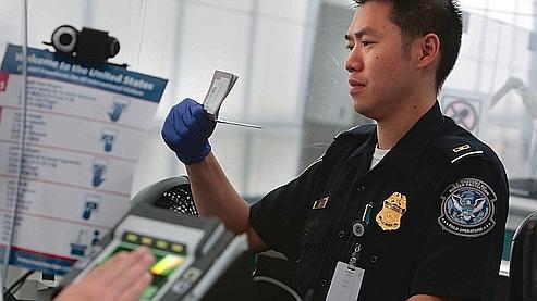 Un contrôle à l'aéroport de Newark, à New York.