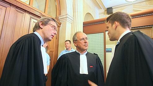 Les avocats lors du procès de Wenceslas Munyeshyaka et Laurent Bucyibaruta, deux génocidaires rwandais présumés, en 2007, à la cour d'appel de Paris.