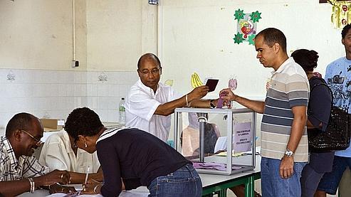 Un bureau de vote à Cayenne, en Guyane.