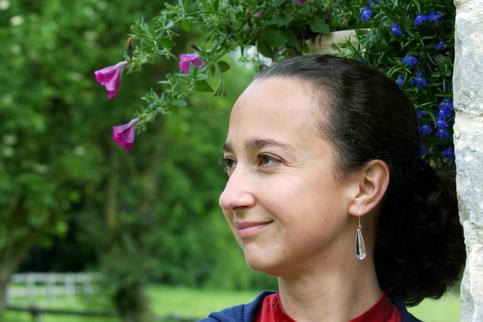<h3><a href='' _fcksavedurl='' _fcksavedurl=''http://www.evene.fr/celebre/biographie/muriel-barbery-22943.php'' target=''_blank''>06 - Muriel Barbery</a></h3><strong>620 000 exemplaires</strong><br /><br />C'est incroyable : Muriel Barbery figure dans le palmarès avec un livre publié en 2006 ! L'édition de poche de <i>L'Élégance du hérisson</i> (Folio) et son adaptation au cinéma ont décuplé les ventes. Pour la seule année 2009, elle a écoulé 620 000 exemplaires (dont quelques milliers de son premier roman, <i>Gourmandise</i>). <i>L'Élégance</i> a dépassé le million.