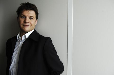 <h3><a href='' _fcksavedurl='' _fcksavedurl=''http://www.evene.fr/celebre/biographie/guillaume-musso-15610.php'' target=''_blank''>02 - Guillaume Musso</a></h3><strong>1 385 000 exemplaires</strong><br /><br />Guillaume Musso s'installe dans le paysage éditorial français et s'approche de Marc Levy. Cette année, même s'il a publié en mars 2009 <i>Que serais-je sans toi ?</i> - un large succès -, c'est grâce à ses livres de poche que l'auteur fétiche des Éditions XO garde sa deuxième place. L'adaptation cinématographique d'<i>Et après…</i> a relancé les ventes.