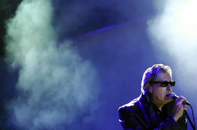 <b>7/ Alain Bashung •1,121 million d'euros</b><br>Décédé en mars dernier à 61 ans, l'interprète d'Osez Joséphine et de Madame Rêve était une véritable icône de la chanson française au même titre que Gainsbourg. Deux semaines avant sa mort, il avait reçu trois trophées lors des Victoires de la musique, dont celui de l'interprète masculin de l'année. L'intégrale de ses oeuvres, intitulée A perte de vue et contenant 27 CD est sortie en novembre, de même qu'un double album de sa dernière tournée, Un dimanche à l'Elysée enregistré à l'Elysée Montmartre en décembre 2008. Un DVD live à l'Olympia enregistré lui en juin 2008 est lui aussi disponible.