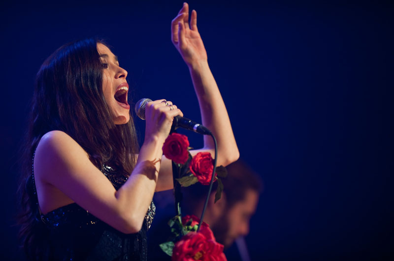 <b>6/ Olivia Ruiz • 1,246 million d'euros</b><br>A tout juste 30 ans, la femme chocolat est auteur, co-éditrice, co-réalisatrice de son dernier album et même co- productrice de ses concerts. Un vrai signe d'indépendance pour la compagne de Mathias Malzieu, le chanteur des Dyonisos. Sur son 3e album, Miss Météores, sorti en avril dernier, elle a écrit 10 des 13 titres. Elle a également signé deux chansons pour Juliette Greco, preuve que neuf ans après sa défaite en demi-finale de la Star Academy face à Jenifer, elle a su tailler sa route. En 2009, elle a vendu plus de 350 000 albums.