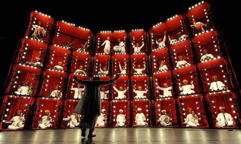 Concert en étages. Des musiciens du groupe indien «The Manganiyar Seduction» jouent lors de l'ouverture du 34e festival de Sydney, qui se déroule du 9 au 30 janvier.