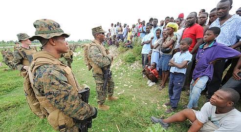 Des marines américains, arrivés à Léogane.
