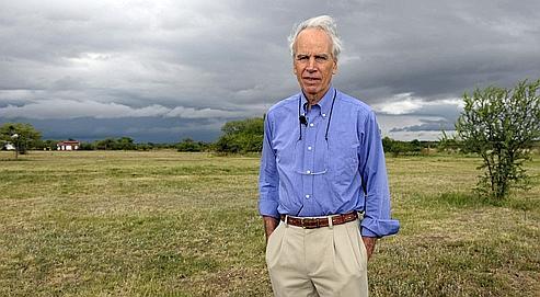 Douglas Tompkins pose sur sa propriété d'Ibera, en novembre 2009. Le fondateur des marques de vêtements Esprit et The North Face est un pionnier de l'écologie radicale : les parcs qu'il a créés en Amérique du Sud représentent un territoire grand comme la Corse.