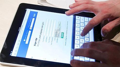 L'iPad est ce qui se fait de mieux pour naviguer sur Internet, a promis Steve Jobs.