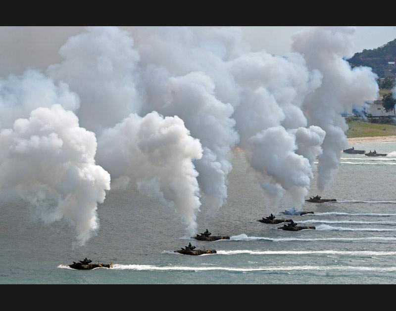 <b>Jeux de guerre.</b> Le 4 février, des soldats américains participent à des exercices militaires dans une base près de Rayong, ville située sur la côte du golfe de la Thailande. Environ 14.000 militaires de six nations (Corée du Sud, Indonésie, Thaïlande, Etats-Unis, Singapour et Japon) s'entrainent dans le pacifique jusqu'au 11 février prochain.