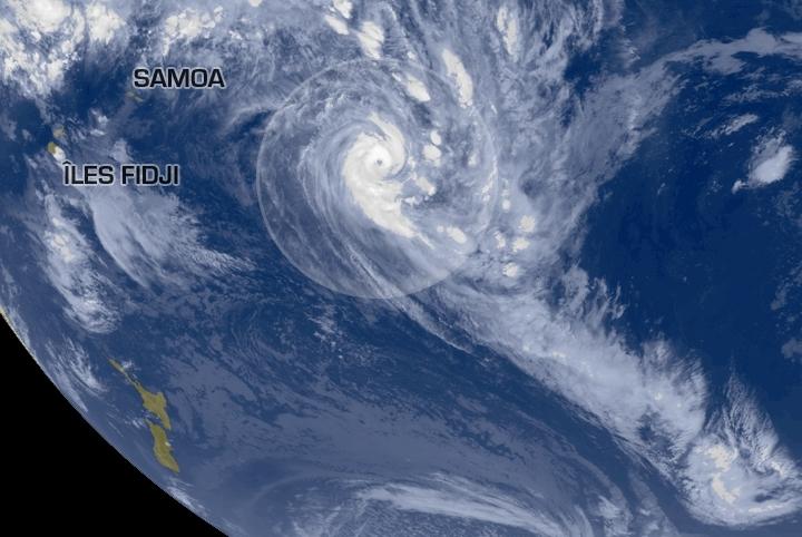 Le cyclone doit passer au large de Tahiti et Moorea, deux îles de Polynésie française, dans l'Océan Pacifique.