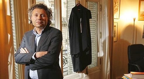 William Goldnadel, ici dans son cabinet parisien, se dit «choqué par le procès d'intention» fait à Georges Frêche.