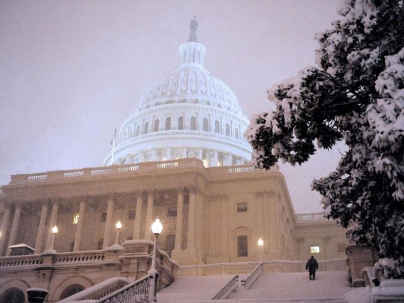A Washington, 75 cm de neige sont attendus. Selon le Service de météorologie nationale, la capitale américaine n'a reçu plus de 30 centimètres de neige que 13 fois depuis 1870. Le précédent record date de 1922, avec 71 cm.