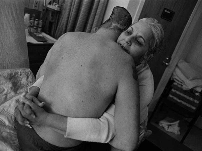 <b>ENJEUX CONTEMPORAINS PRESSE MAGAZINE–</b> Premier prix à ''la guerre est personnelle'', reportage photo sur des soldats blessés de l'Américain Eugene Richards.