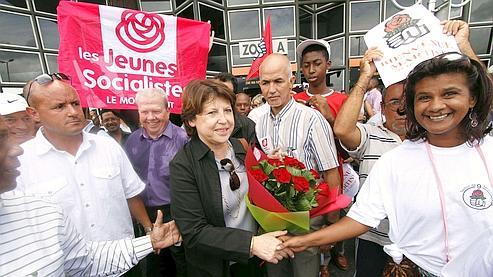 Aubry s'en prend à François Fillon depuis la Réunion