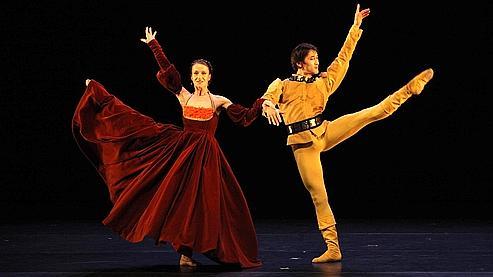 Kader Belarbi muscle le Ballet du Capitole de Toulouse