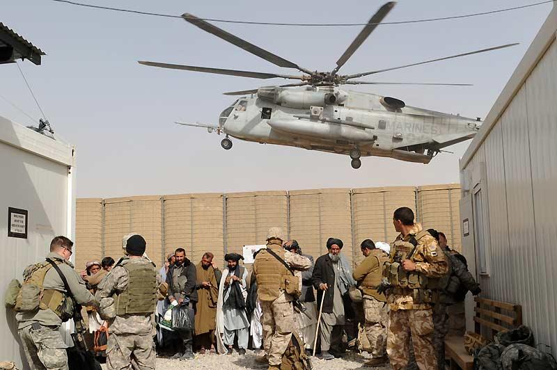 Lundi 15 février, troisième jour. Environ 5000 soldats afghans et des forces militaires internationales sont déployés près du camp de Lashkar Gah, dans la province du Helmand, bastion des talibans. La quasi-totalité de Marjah et de ses environs sont sous contrôle et les talibans ont fui. Dans ces actions, douze civils ont été tués par deux roquettes.