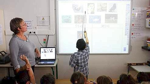 À Élancourt, dans les Yvelines, toutes les écoles sont équipées de tableaux interactifs et d'environnements numériques de travail. Crédits photo : Nicolas TAVERNIER/REA