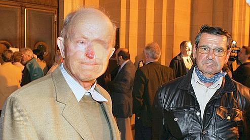 Lucien Parfait, à gauche, était présent lors du tir du 1er mai 1962 dans le Sahara algérien. Il a perdu l'oeil gauche à la suite d'un cancer du visage.