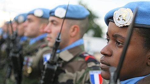 Gérard Larcher avec les soldats français au Liban