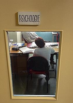 Consultation d'un détenu avec son médecin à la maison d'arrêt de Fresnes.