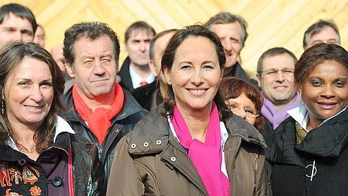 Candidate à sa propre succession à la tête de la région Poitou-Charentes, Ségolène Royale a choisi une chèvrerie de Marçay pour présenter ses colistiers.