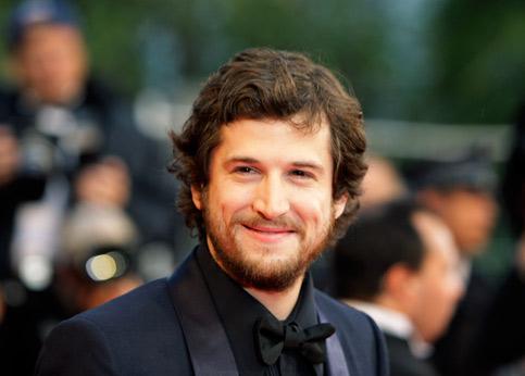 <h3><font color=''#EEEEEE''>05 - Guillaume Canet : 2,5 millions d'euros</font></h3>À 800 000 euros par film en 2009, puis 1 million en 2010, sa cote grimpe. Son troisième film, <i>Les Petits Mouchoirs</i>, qu'il a écrit, réalisé et coproduit avec sa société, Caneo Films, sortira en octobre. Pour ce travail, il a pris un minimum garanti de 1,1 million d'euros. Il écrit actuellement ses deux prochains films.