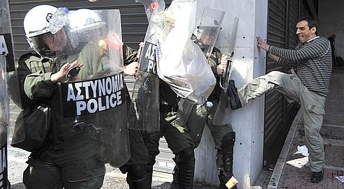 La Grèce paralysée par la grève générale