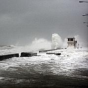 Les vents violents associés à une marée haute ont provoqué des débordements. Ici, à Ver-sur-Mer, dans le Calvados.