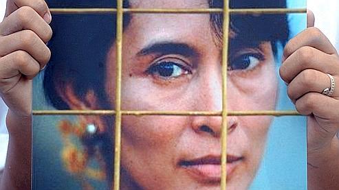 La Birmanie confirme la détention d'Aung San Suu Kyi