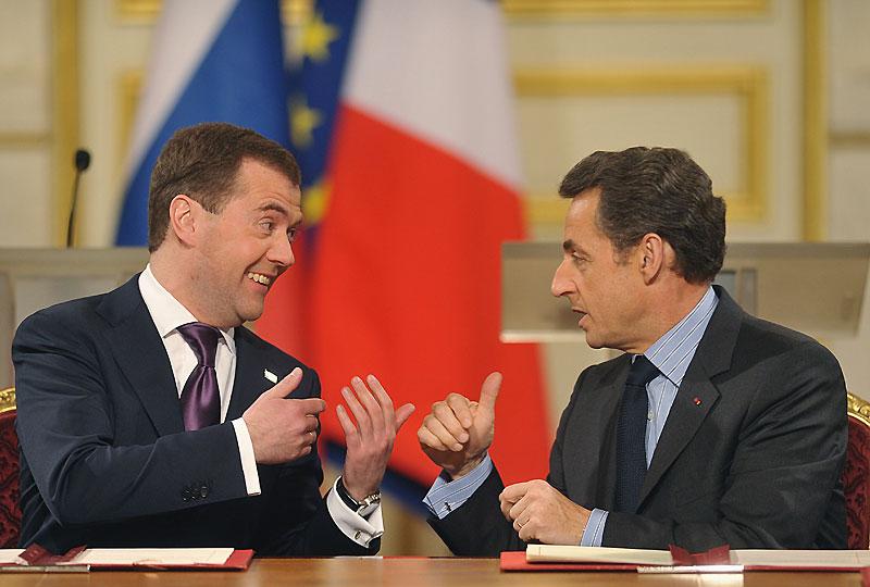 La France a affiché sa confiance en Dmitri Medvedev, en annonçant son intention de vendre à la marine russe quatre navires de type. Lundi 1er mars, lors d'une conférence de presse commune avec son homologue russe, le président Nicolas Sarkozy, a précisé que ces bâtiments de projection et de commandement (BPC) seraient fournis sans équipements militaires.